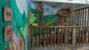Salah satu lukisan dinding di Bukit Rhema